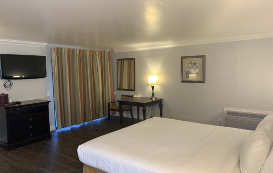 StarGazer Inn and Suites - Queen Accessible